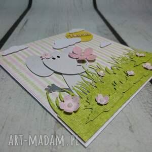zaproszenie kartka słonik na łące z drewnianym napisem - trawa, łąka