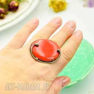 Prezent NA CZERWONO - DUŻY PIERŚCIONEK ZE SZKŁEM, pierścionek-duży