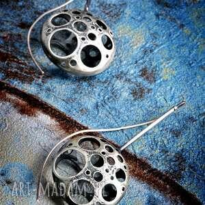 srebrne duże kolczyki oksydowane, surowe srebro teksturowane, nowoczesne