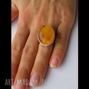 Prezent Srebrny pierścionek z naturalnego bursztynu, bursztyn, srebro, bursztynowy