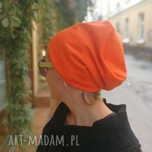 Czapka damska pomaranczowa na podszewce, miękka, lekko