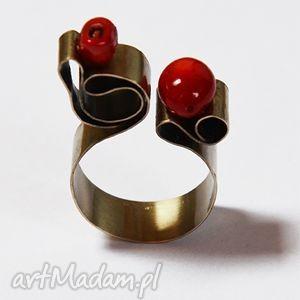 Oryginalny pierścionek z alpaki koralem, koral, alpaka, metal, srebro, oryginalny