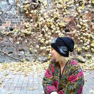 czapka wełniana filcowana czarna zimowa handmade w kwiaty na podszewce, wełna,