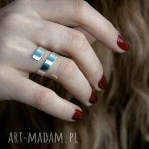 srebrny zawijany pierścionek, srebro, surowy, zawinięty, minimalistyczny, prosty