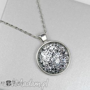 Medalion, wisior z kaboszonem ręcznie malowanym, medalion, naszyjnik,