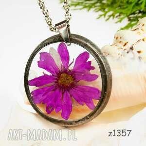 z1357 naszyjnik z suszonymi kwiatami herbarium, naszyjnikterrarium, biżuteriazżywicy