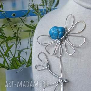 handmade broszki broszka kwiat z niebieskim kamieniem