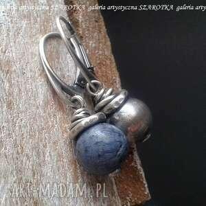 połowa jeansowa kolczyki z niebieskiego korala i srebra, koral gąbczasty, srebro