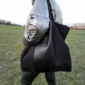 Pojemna czarna torba na ramię, czarna-torba, torba-na-zamek, torba-materiałowa