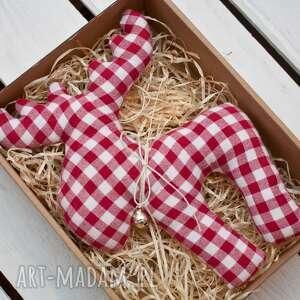 renifer z materiału dzwoneczkiem w pudełku, renifer, choinka, święta