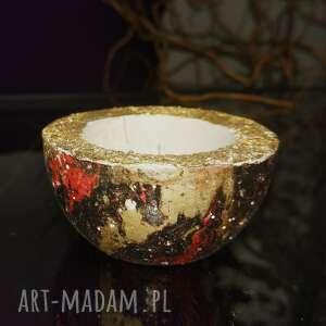 hand made świeczniki czarno-czerwono-złoty świecznik z betonu, na standardowe