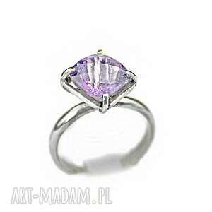 zgustem ametyst, pierścionek z ametystem, srebrny, jasny