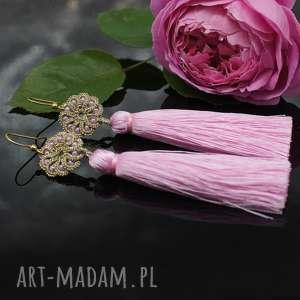 Długie kolczyki z różowymi chwostami, frywolitka, chwosty, koronka