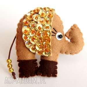 ręcznie robione broszki cekinowy słoń na szczęście broszka