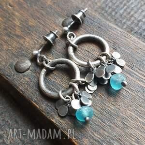 minimalistyczne kolczyki ze srebra i szkła antycznego