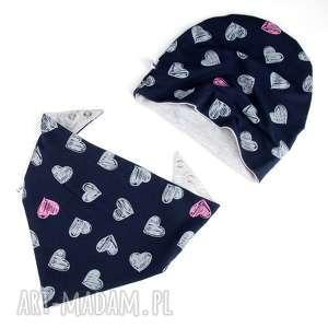 dwustronny zestaw dla dziecka czapka chustka, czapka, serca, zestaw, dziecko