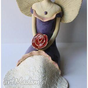 ceramika anioł rozłozysty z różami, anioł, aniołek, anielica