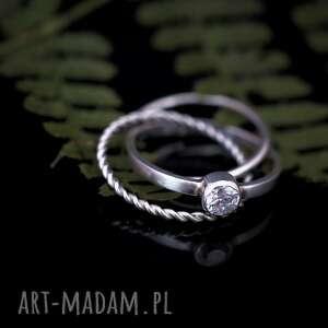 spleciony pierścionek z cyrkonią, spleciony, trinity, składany, cyrkonia
