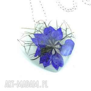 0904 mela - wisiorek z żywicy serce niebieski kwiat wisiorki art