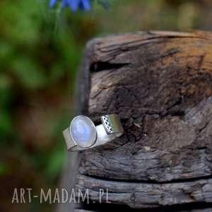 Prezent Pierścień z kamieniem księżycowym , pierścień, minimalizm, minimalistyczny