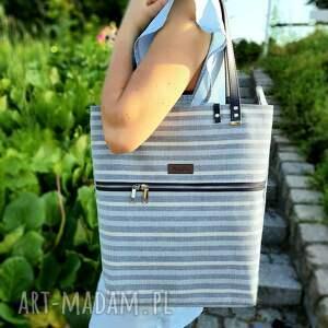 na ramię duża torba paski w odzkeniach błękitu, torba