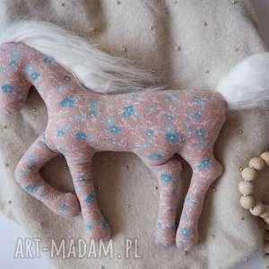 ręcznie wykonane zabawki jednorożec