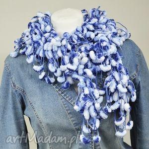 pom-pon scarf - niebiesko-biały - biały, niebieski, szalik, nowoczesny, pompon