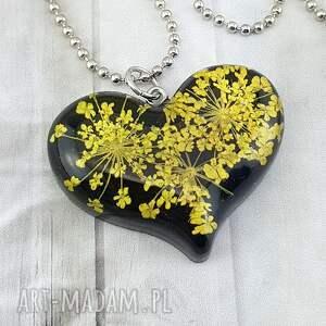 1166/mela - wisiorek z żywicy serce kwiatami, wisiorek, żywica, kwiaty