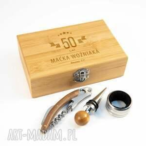pudełka grawerowana skrzynka z akcesoriami do wina - prezent na urodziny