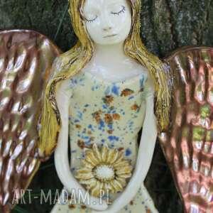dla dziecka anioł w kolorowej sukni, anioł