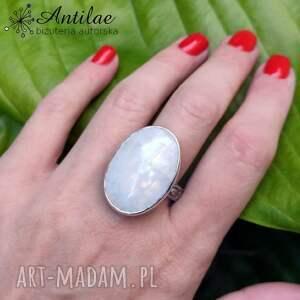 masywny pierścionek z kamieniem księżycowym r 22, kamień księżycowy, srebro