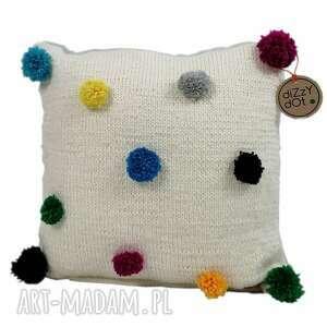 poduszka dziergana z kolorowymi pomponami, dla dzieci dotty