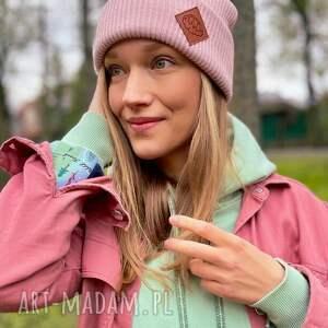 czapki czapka wywijana dwustronna logo z ekoskórki pudrowy róż, pudrowa