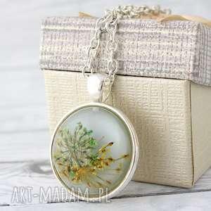 wisiorki medalion z prawdziwym kwiatem, kwiat, żywica, kaboszon, natura, prezent