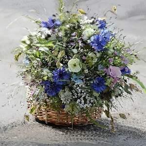 Obraz do salonu 80 x 100 koszyk z kwiatami, elegancki minimalizm