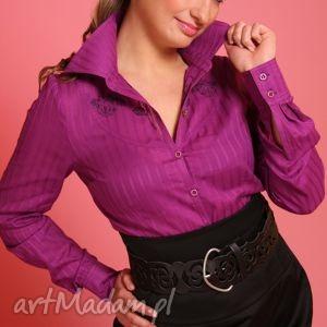 purpurowa koszula z ozdobnym haftem, haft, guziki, efektowna, rękaw, karczek