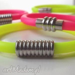 bransoletka z różowego kauczuku, bransoletka, kauczuk, różowa