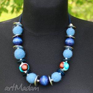 Niebieskie korale- filc drewno, korale, filc, wstązka, drewno