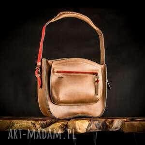 torebka damska ręcznie wykonana rita w kolorze brązowym z czerwonymi akcentami