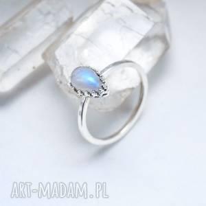 księżycowy pierścionek, kamień księżycowy, minimalizm, łezka, srebro, minimalistyczny
