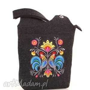 ciemna filcowa torebka z folkowymi kogutami, torebka, filcowa, folk, haftowana