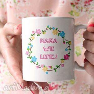 hand-made ceramika kubek ceramiczny mama wie lepiej 0294