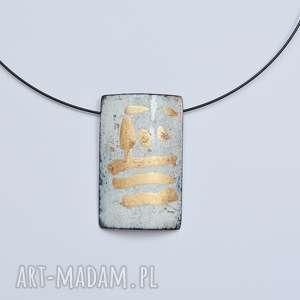 wisior emaliowany ze złoceniami, emalia jubilerska, złoto