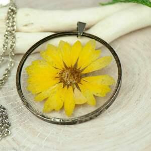 naszyjnik z kwiatów w cynowej ramce z429, naturalna biżuteria, prawdziwe kwiaty