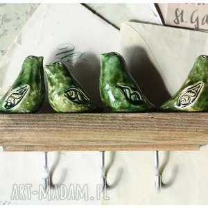 ręczne wykonanie wieszaki wieszak z zielonymi ptaszkami średniej długości