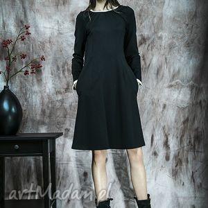 czarna sukienka z białym mankietem, suskienka, czarna, mankiety, jesień