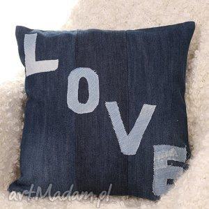 dżinsowa poduszka z napisem love, podszka, poszewka, kolorowa, prezent, salon