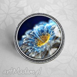 cosmic flower - broszka z kwiatem w szkle, granat, niebieska, kwiaty, grafiką