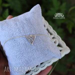 Trójkąt z ażurem, trójkąt, srebro, romantyczny, ażurowy, delikatny