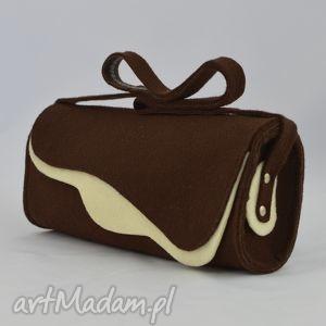 na ramię filcowa torebka - brąz z ecru - promocja, filc, falbana